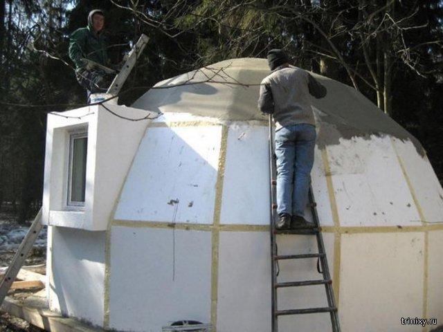 Không chỉ có khả năng chống lại những trận động đất, những ngôi nhà này còn rất rẻ so với nhà thông thường, thi công nhanh trong vòng 1 tuần chỉ với 3 người thợ.