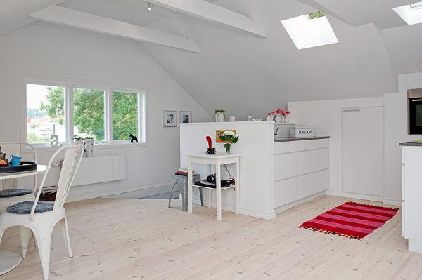 Khu bếp được dành riêng một góc nhỏ gọn gàng và kín đáo nhờ một bức tường ngăn phía ngoài.
