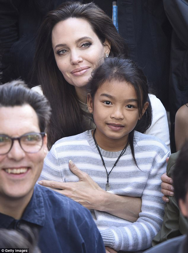 Angelina Jolie xuất hiện rạng rỡ tại buổi công chiếu phim First They Killed My Father hôm 2/9