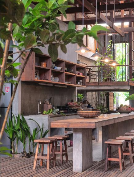 Khu vực tầng hầm được bố trí với bếp, khu vệ sinh và một phòng ngủ.