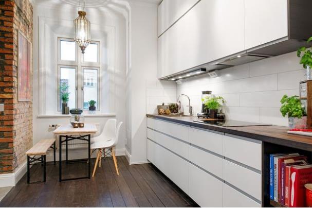 Nhờ thiết kế mở và linh hoạt giữa các không gian mà ngôi nhà càng trở nên rộng thoáng hơn.