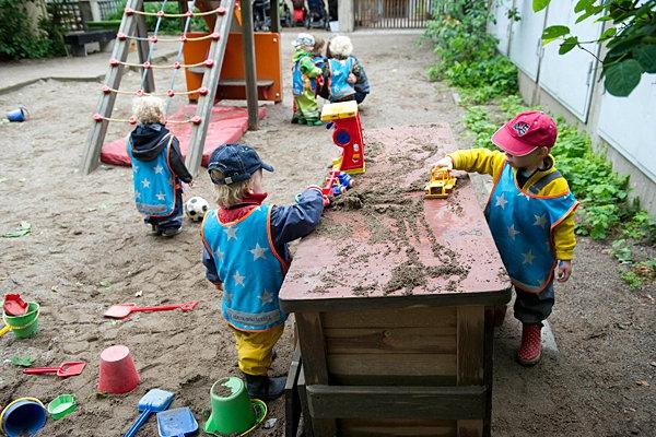 Trẻ em gái không bị phân biệt ở nhiều trường học của Thụy Điển.