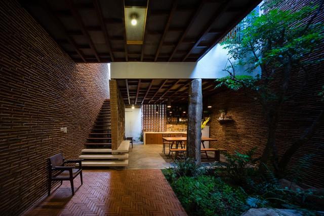 Sàn tầng 1 được bố trí với các khu vực sinh hoạt chung là phòng khách, bếp và khu vệ sinh.