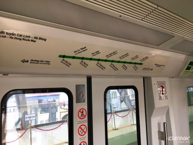 Bản đồ dạng đèn LED bố trí phía trên các cửa lên xuống, hiển thị rõ ràng, thể hiện các thông tin thuận tiện cho hành khách đi tàu (ga sắp đến, ga đang dừng, bản đồ tuyến, thời gian, phía cửa mở…).