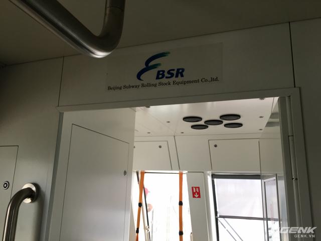 Toàn bộ số đầu kéo, toa tầu và nội thất được sản xuất bởi công ty BSR (Công ty trách nhiệm hữu hạn thiết bị tàu điện ngầm Bắc Kinh - Beijing Subway Rolling Stock Equipment Co.,ltd).