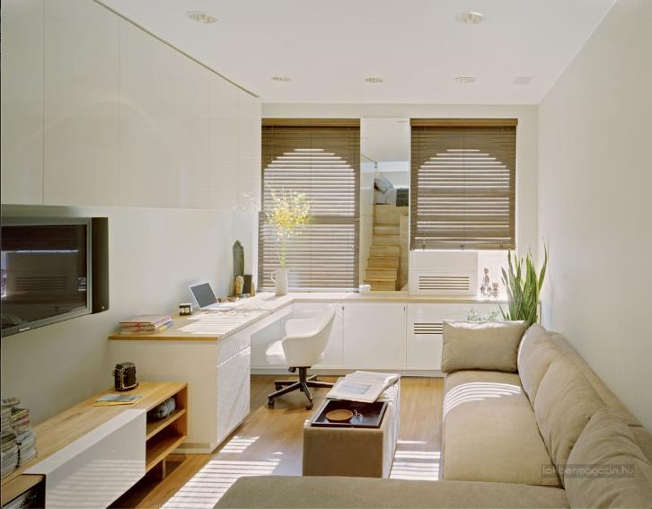 Nội thất phòng khách rất đơn giản chỉ với ghế sofa, một bàn trà nhỏ và một chiếc ti vi gắn cố định vào tường để tiết kiệm diện tích.