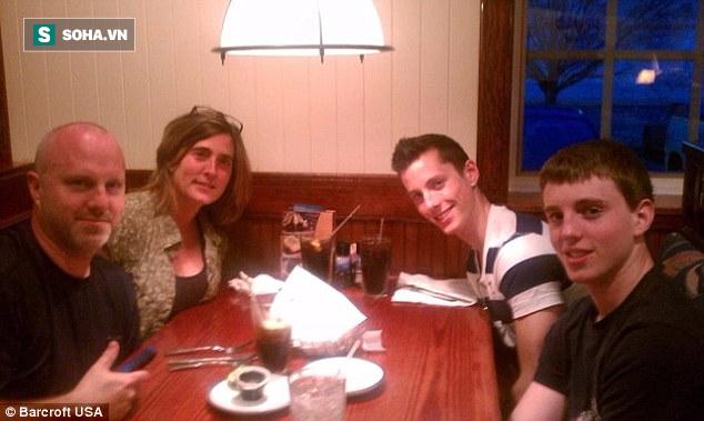 Gia đình của Zach, bố Robert, mẹ Joanna và em trai Cory Zeiler chụp năm 2011.