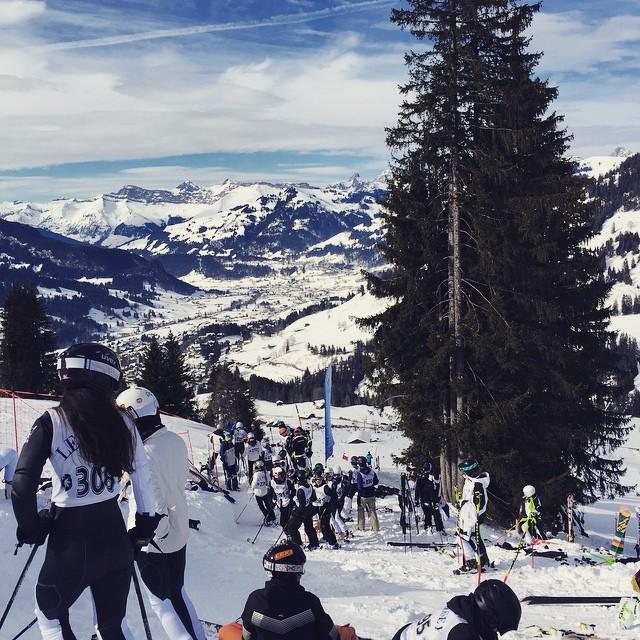 Học sinh được tham gia chơi trượt tuyết 4 lần trong tuần. Để chuẩn bị sẵn sàng, họ được trang bị kĩ năng tại các lớp huấn luyện mỗi sáng thứ 7.
