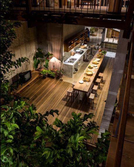 Không gian bếp và bàn ăn được thiết kế vô cùng đẹp mắt.