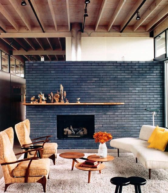 Khác với những loại gạch ốp tường phòng khách đẹp khác, tường gạch thô sở hữu gam màu tự nhiên, rất dễ để phối với hầu hết các gam màu khác của đồ nội thất, màu sàn nhà, trần nhà…