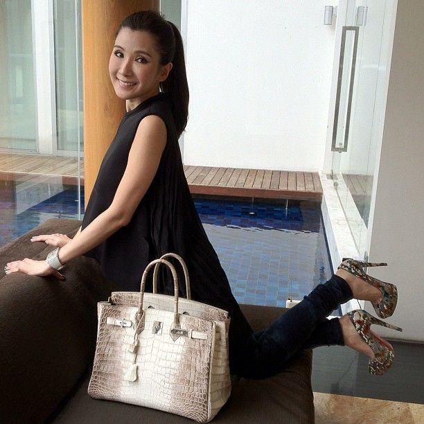 Một trong những chiếc Hermes Himalayan Crocodile Birkin đắt giá thuộc về Jamie Chua - nữ đại gia Singapore được mệnh danh là người sở hữu nhiều túi Hermes nhất thế giới.