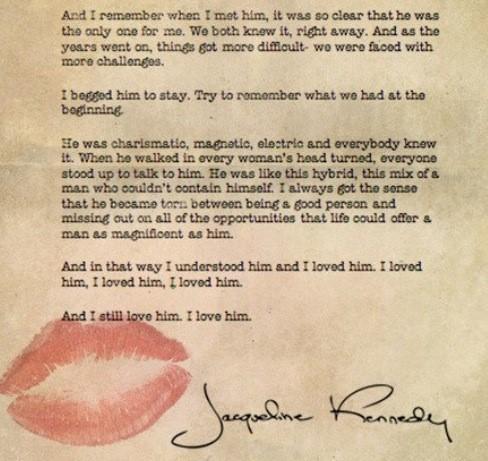 """""""Điều duy nhất mà em không thể chịu đựng nổi, đó là khi em phải mất anh"""", Jacqueline nói với chồng, sau khi Tổng thống Kennedy báo tin con trai Patrick qua đời . Đáp lại, Kennedy quỳ xuống bên giường của vợ, hai mắt đỏ hoe: """"Anh biết… Anh biết""""."""