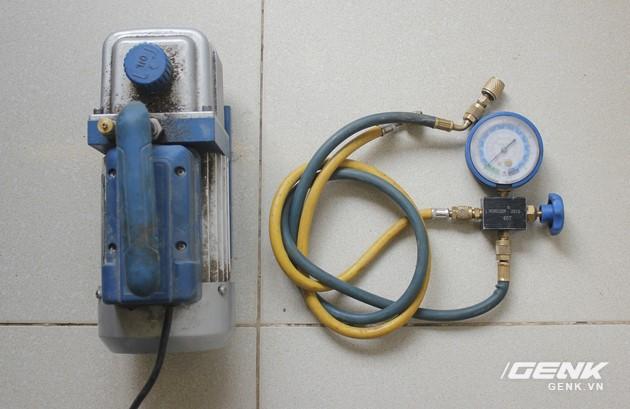 Máy hút chân không và đồng hồ đo áp suất