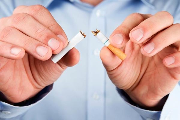 Hãy nói không với tất cả các loại thuốc lá, thuốc lào gây hại cho phổi.