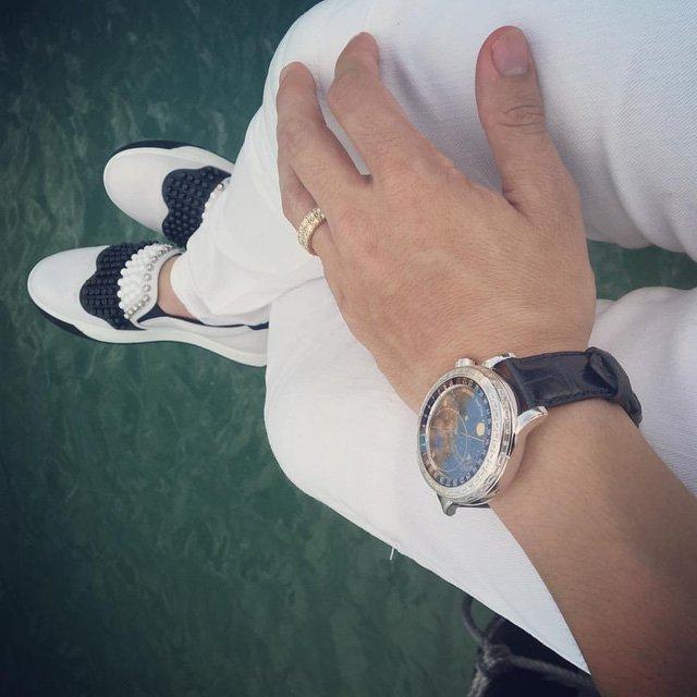 Chiếc đồng hồ Patek Philippe Geneve Sky Chart 6103G trên tay của đại gia Minh Nhựa.