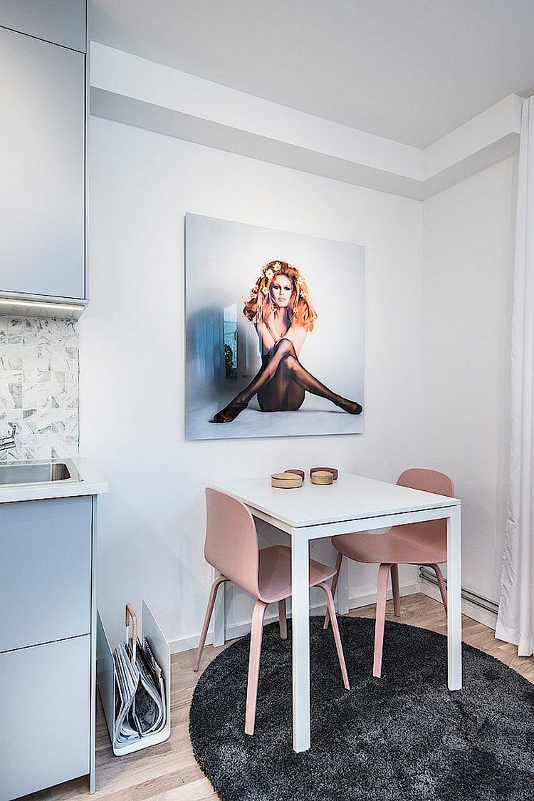 Tuy không cầu kỳ trong bài trí nội thất, càng không rườm ra trong cách trang trí nhưng căn hộ nhỏ này vẫn mang sức hút đến kỳ lạ.