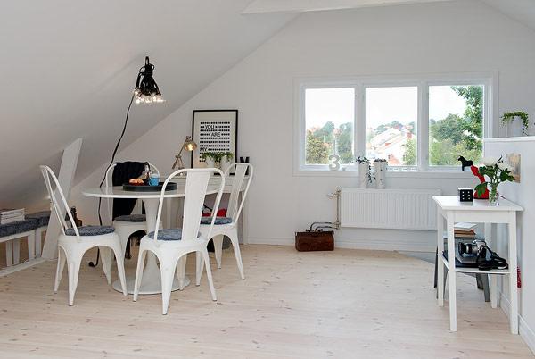 Một mẹo thiết kế thông minh đáng để bạn học tập chính là cách căn hộ biết tận dụng những hốc tường tạo ra một góc lưu trữ nhỏ, thậm chí là nơi có thể bố trí bàn ăn rất gọn gàng.