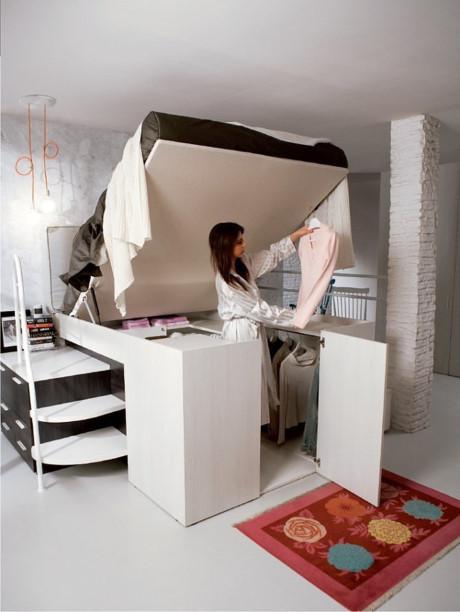 Với tủ đồ ẩn dưới giường ngủ, bạn vẫn đảm bảo được một tủ đồ lớn và một chiếc giường êm ái.