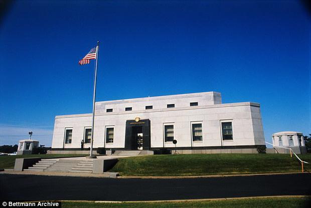 Trên danh nghĩa chính thức là nơi lưu trữ tiền tệ của chính phủ Hoa Kỳ, song nơi đấy cũng được tận dụng để tổ chức Hội nghị Tuyên bố độc lập và Hiến pháp Hoa Kỳ trong Thế chiến II.