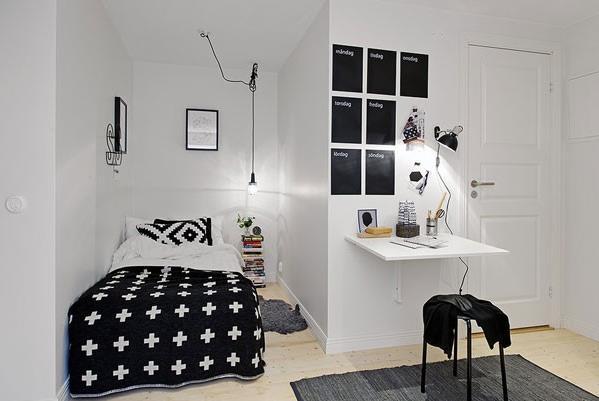 Với những phòng ngủ hạn chế về diện tích, việc sử dụng một chiếc giường nhỏ xinh cùng với những món nội thất cơ bản sẽ là lựa chọn hoàn hảo nhất. Một phòng ngủ bày quá nhiều đồ đạc sẽ càng làm cho nó trở nên rối mắt, lộn xộn.