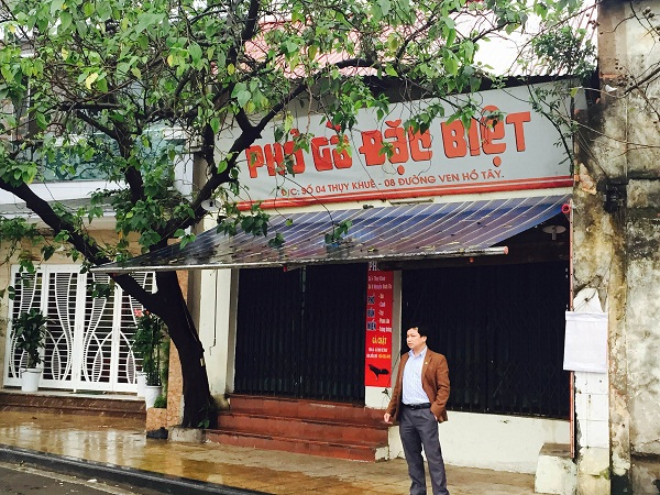 Mặt đường ven hồ Tây của khu đất thuộc sở hữu của Hãng phim truyện Việt Nam.