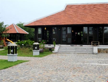 Nhà gỗ to, rộng của Thu Hương.