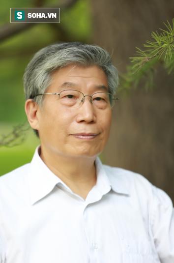 Giáo sư Hác Vạn Sơn, Trưởng khoa Đông y Đại học Trung Y Bắc Kinh Trung Quốc, là tác giả của nhiều cuốn sách Đông y nổi tiếng bán chạy tại Trung Quốc.