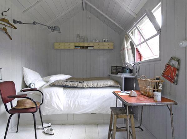 Với giải pháp đưa giường lên cao, bạn sẽ tận dụng được không gian bên dưới làm ngăn lưu trữ đồ đạc siêu tiện lợi.