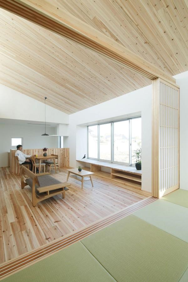 Tất cả nội thất bên trong đều được làm từ gỗ. Chất liệu gỗ luôn mang đến một không gian ấm cúng, gần gũi, sạch sẽ cho người sử dụng.