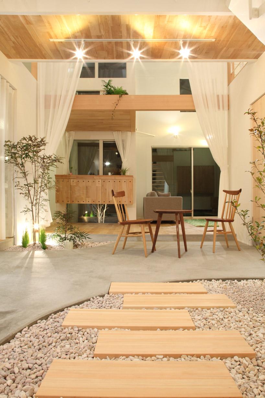 Cây xanh còn giúp thanh lọc không khí mang lại sức sống cho ngôi nhà.