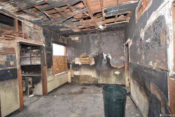 Vụ hỏa hoạn khiến cho ngôi nhà bị xuống cấp trầm trọng.