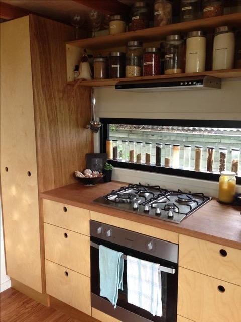 Góc bếp tuy nhỏ nhưng được thiết kế vô cùng thuận tiện và sạch sẽ.