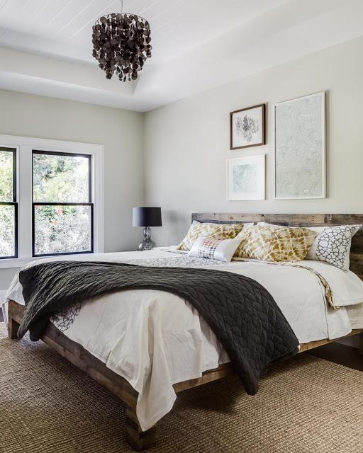 Không chỉ xuất hiện ở phòng khách, bếp ăn, sắc trắng nhẹ nhàng còn len lỏi vào trong không gian phòng ngủ để tạo nên một không gian thoáng, rộng và tinh khôi, mang tới sự bình yên và thoải mái nhất cho gia chủ.