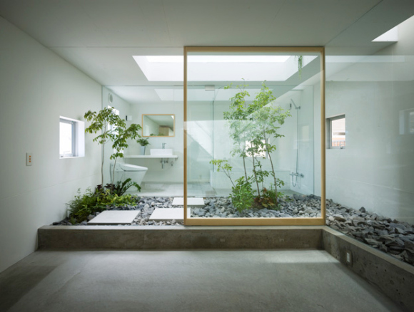 Khác hẳn với người Việt tận dụng từng m2 đất để sinh hoạt mà họ có thể sẵn sàng thu hẹp không gian sinh hoạt để nhường chỗ cho thiên nhiên.