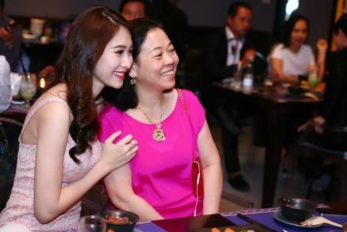 Hoa hậu Thu Thảo được kỳ vọng sẽ có mối quan hệ tốt đẹp với mẹ chồng.