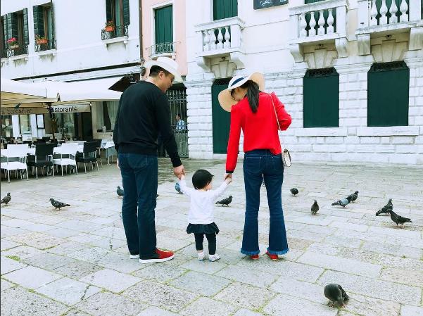 Những khoảnh khắc giản dị, bình yên của gia đình nhỏ.