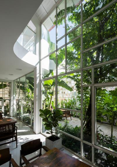 Mọi không gian bên trong nhà đều được kết nối với nhau vô cùng tinh tế và đẹp mắt.