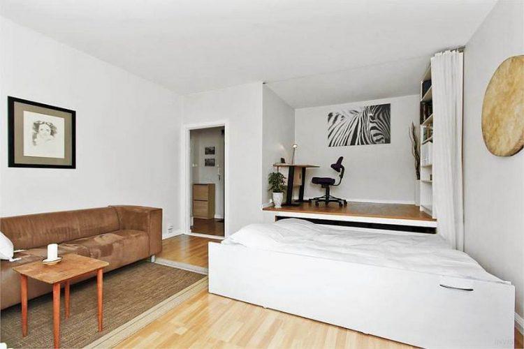 Việc ẩn chiếc giường dưới sàn nhà mang đến khoảng không thoáng rộng cho những ngôi nhà eo hẹp về diện tích.