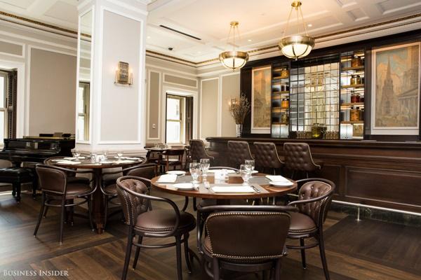 Đây là nhà hàng 1972, được lấy tên theo năm thành lập của sàn giao dịch và cũng được đặt trên tầng 7.