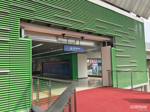 Lối vào khu trưng bày, sau khi hoàn thiện sẽ trở thành đường vào khu soát vé, có cầu thang lên tàu ở từ tầng hai.