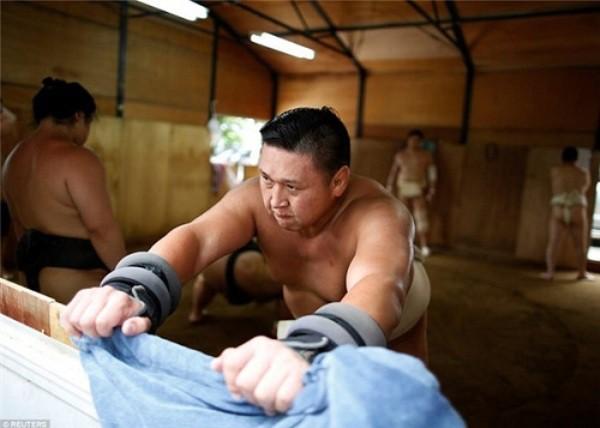 Họ thường phải tập luyện vất vả từ khoảng 5 giờ sáng.
