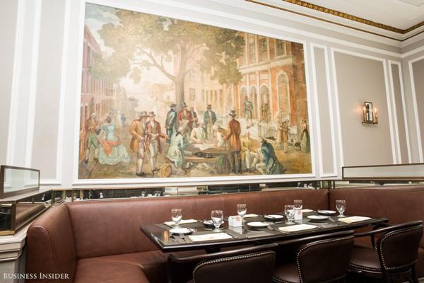 Nhà hàng chỉ phục vụ một số công ty, cá nhân cùng nhân viên của NYSE và khách đặc biệt của sàn giao dịch.