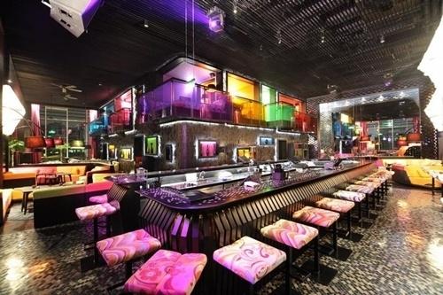 Một trong những quán bar nơi gia đình Trung Tín làm chủ và thu về doanh thu đáng ngưỡng mộ.