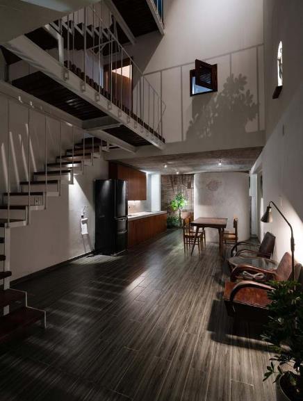 Nhờ thiết kế đặc biệt này mà ở bất cứ nơi nào trong ngôi nhà, con người đều có thể cảm nhận được thiên nhiên bao quanh họ, thay đổi theo thời gian.