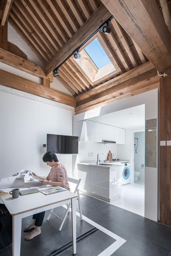 Bình thường khoảng không gian nhỏ cạnh phòng khách là bàn ăn hoặc góc làm việc.