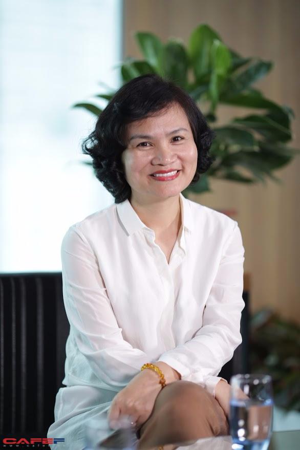 Doanh nhân Phạm Minh Hương trong buổi trò chuyện với CafeF. Ảnh: Kiên Trần.