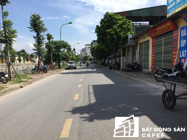 Trước đây, đoạn từ đường Trường Chinh vào đường Nguyễn Lân chỉ là một ngõ nhỏ, phục vụ xe máy đi qua. Nay đường được mở rộng đến hàng chục m.