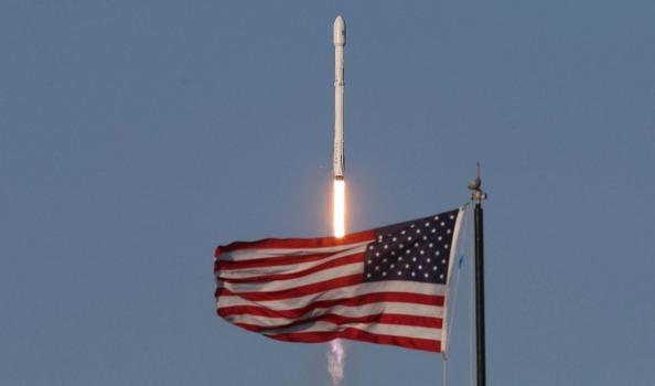 Tên lửa tái sử dụng đưa thành công tàu vệ tinh vào không gian.