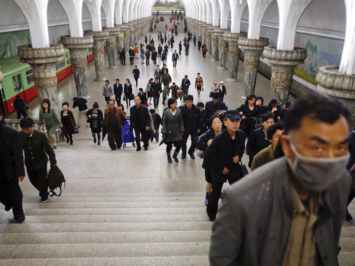 Kết quả hình ảnh cho Trải nghiệm Tàu điện ngầm Bình Nhưỡng triều tiên