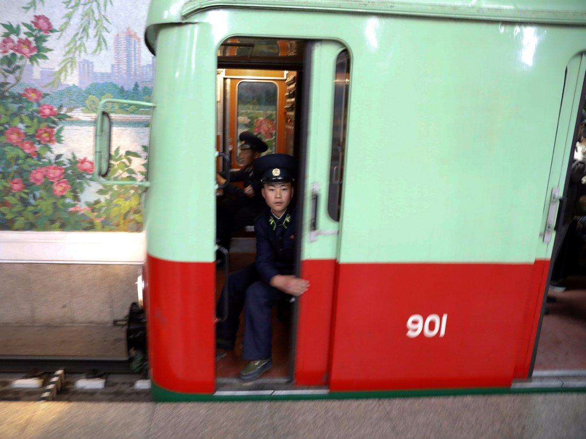 Các đoàn tàu điện ngầm của Triều Tiên được mua từ Đức vào cuối những năm 1990. Triều Tiên đã sơn lại toàn bộ các toa tàu nhưng một số hình vẽ đặt trưng của Đức vẫn còn tồn tại trong các toa chở hàng.